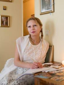 Véronique Lévy écrivant